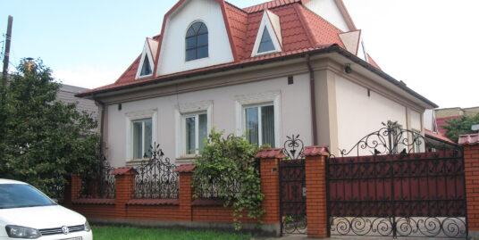 дом по Черняховского 2